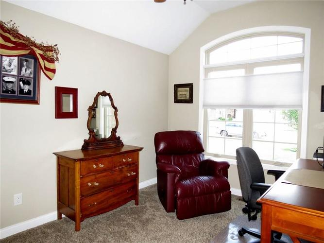 5735 Victory Drive Columbus IN 47203 | MLS 21719774 | photo 23