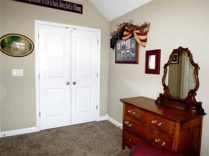 5735 Victory Drive Columbus IN 47203 | MLS 21719774 | photo 25