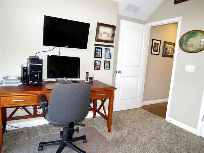 5735 Victory Drive Columbus IN 47203 | MLS 21719774 | photo 26