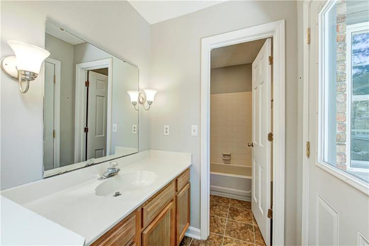 7560 W PINESPRINGS Drive Indianapolis IN 46256 | MLS 21719880 | photo 24