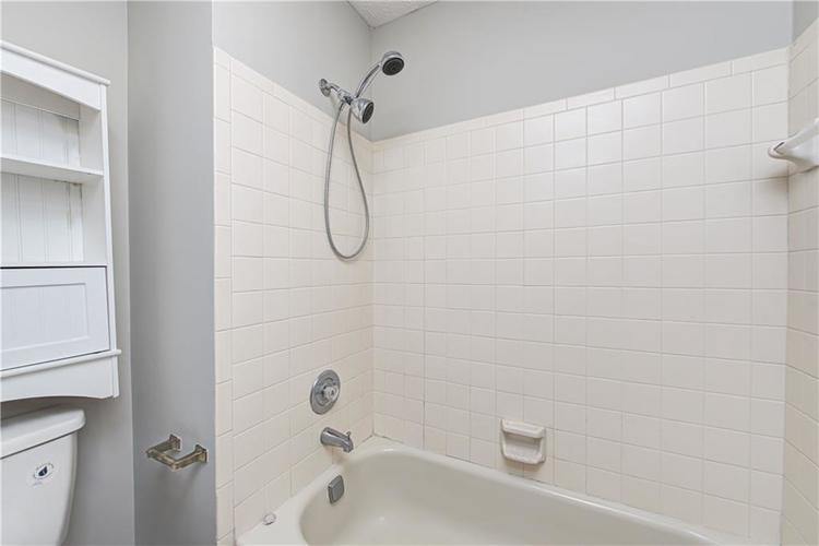 7560 W PINESPRINGS Drive Indianapolis IN 46256 | MLS 21719880 | photo 25