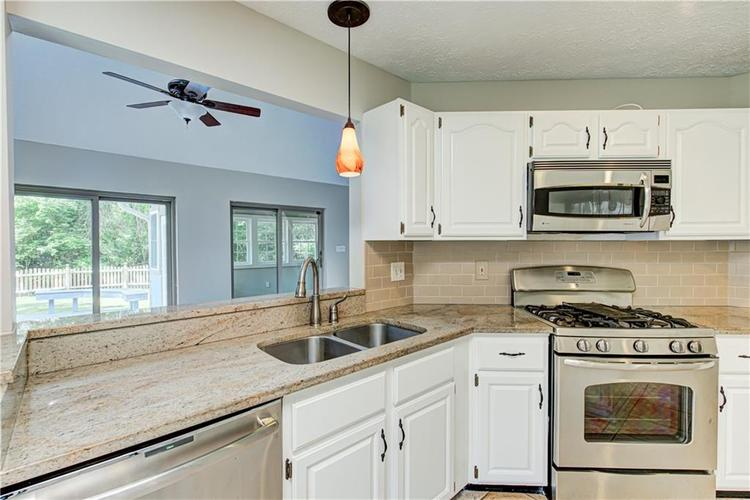 7560 W PINESPRINGS Drive Indianapolis IN 46256 | MLS 21719880 | photo 7
