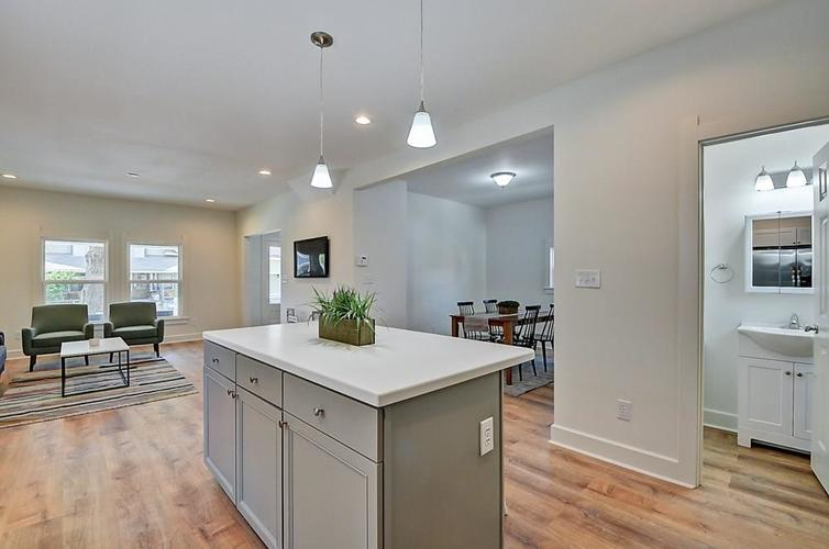 815 Eastern Avenue Indianapolis IN 46201 | MLS 21720335 | photo 14