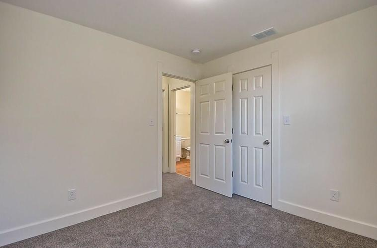 815 Eastern Avenue Indianapolis IN 46201 | MLS 21720335 | photo 29