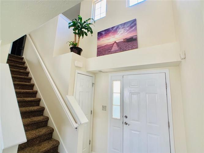 8515 Sotheby Drive Indianapolis IN 46239   MLS 21720371   photo 2