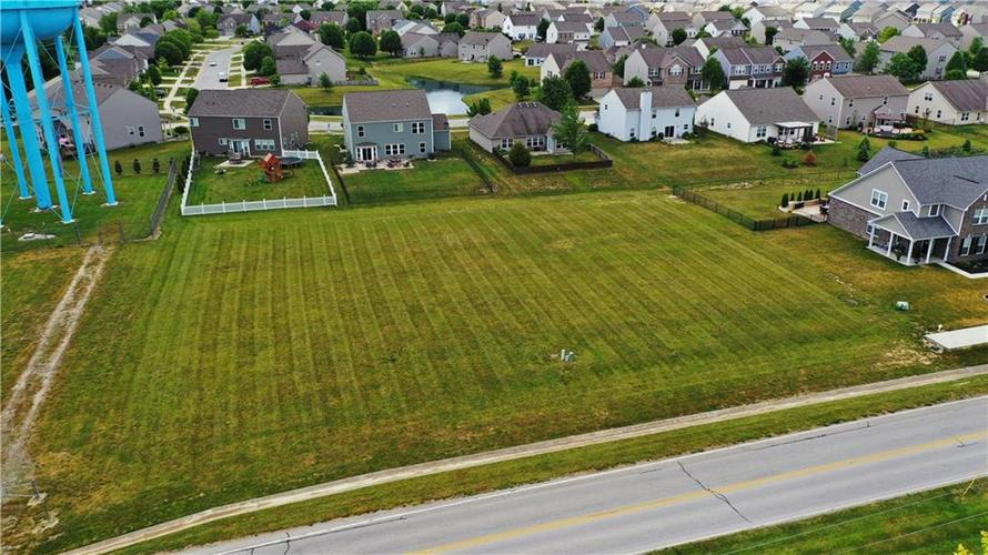 1207 W CURRY Road Greenwood IN 46143   MLS 21720587   photo 1