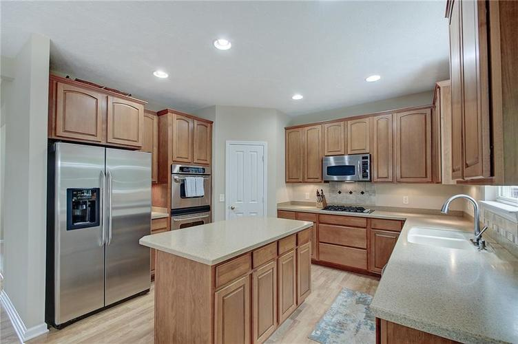 13752 Wendessa Drive Fishers IN 46038 | MLS 21720641 | photo 11