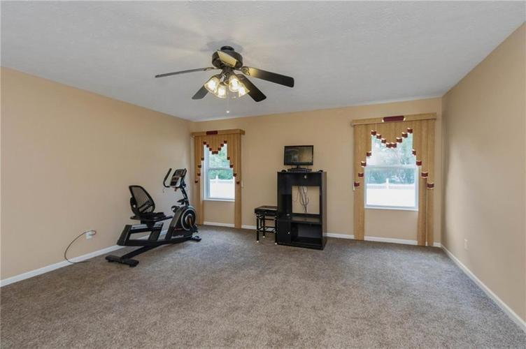 10817 Greenleaf Drive Indianapolis IN 46229 | MLS 21720649 | photo 11