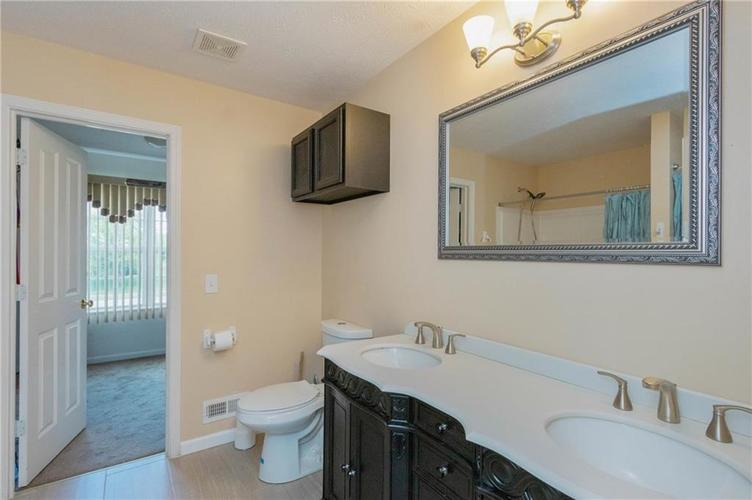 10817 Greenleaf Drive Indianapolis IN 46229 | MLS 21720649 | photo 13
