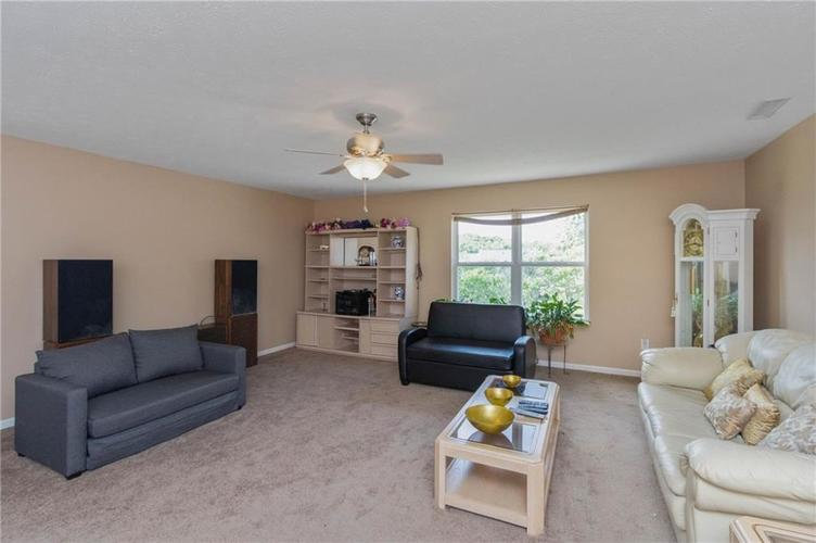 10817 Greenleaf Drive Indianapolis IN 46229 | MLS 21720649 | photo 15