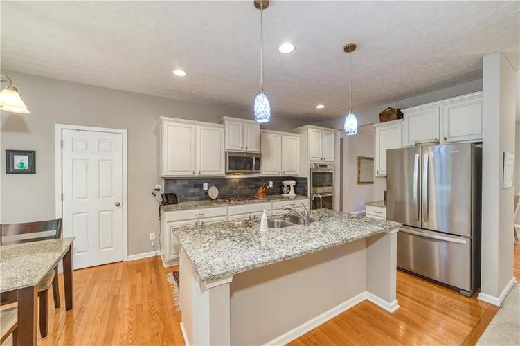 6723 Colville Place Indianapolis IN 46236 | MLS 21720807 | photo 7