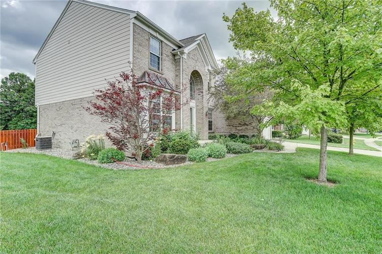 14393 Chariots Whisper Drive Westfield IN 46074 | MLS 21720878 | photo 2