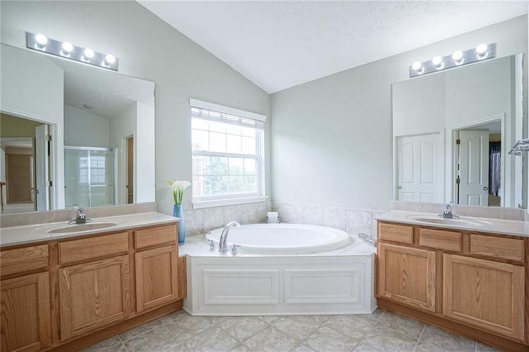 14393 Chariots Whisper Drive Westfield IN 46074 | MLS 21720878 | photo 23