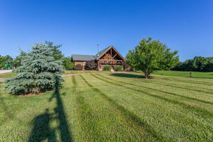 1901 S County Road 400 West New Castle IN 47366 | MLS 21720924 | photo 2