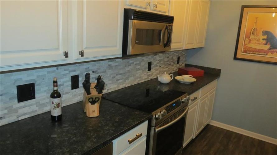 6524 Emerald Hill Unit 208 Court Indianapolis IN 46237   MLS 21721101   photo 2