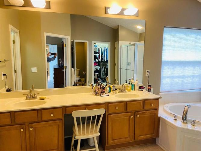 1584 CHARITY CHASE Drive Carmel IN 46074 | MLS 21721120 | photo 32