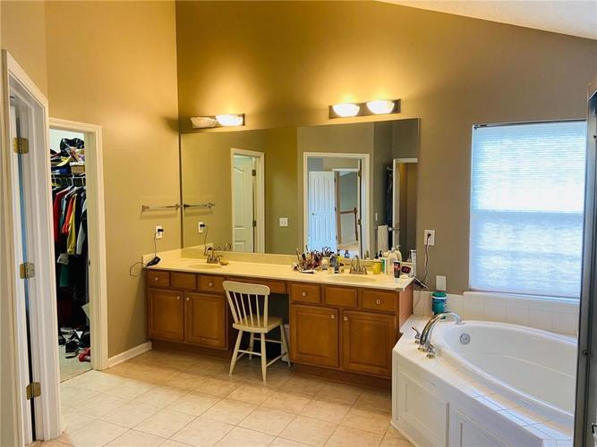 1584 CHARITY CHASE Drive Carmel IN 46074 | MLS 21721120 | photo 33