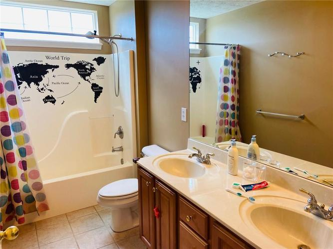 1584 CHARITY CHASE Drive Carmel IN 46074 | MLS 21721120 | photo 37