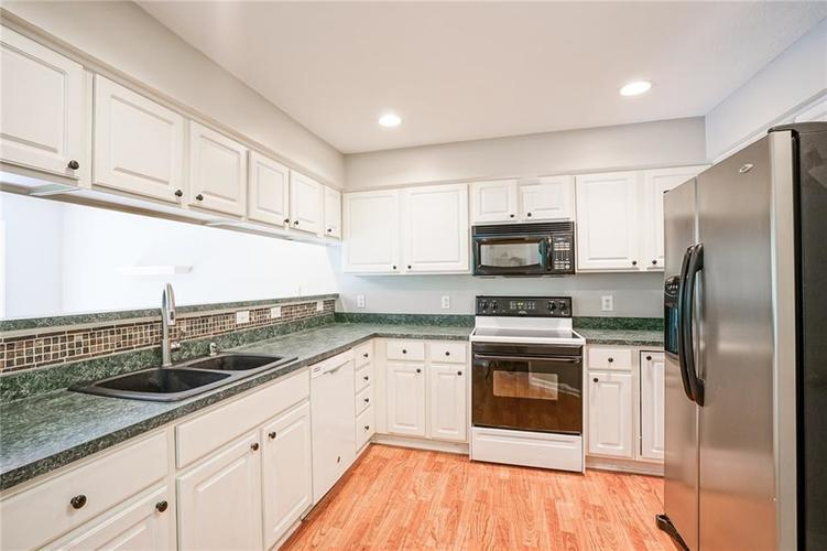 7755 Pershing Road Indianapolis IN 46268 | MLS 21721234 | photo 15