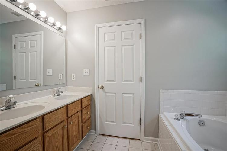 7755 Pershing Road Indianapolis IN 46268 | MLS 21721234 | photo 21