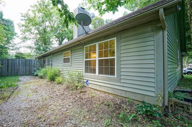 7755 Pershing Road Indianapolis IN 46268 | MLS 21721234 | photo 7