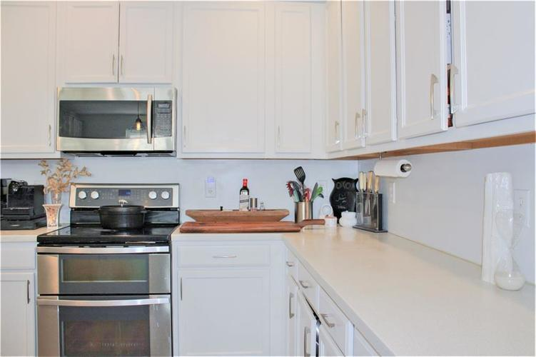 8174 Admirals Landing Place Indianapolis IN 46236 | MLS 21721316 | photo 10