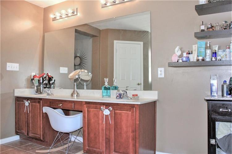 8174 Admirals Landing Place Indianapolis IN 46236 | MLS 21721316 | photo 21