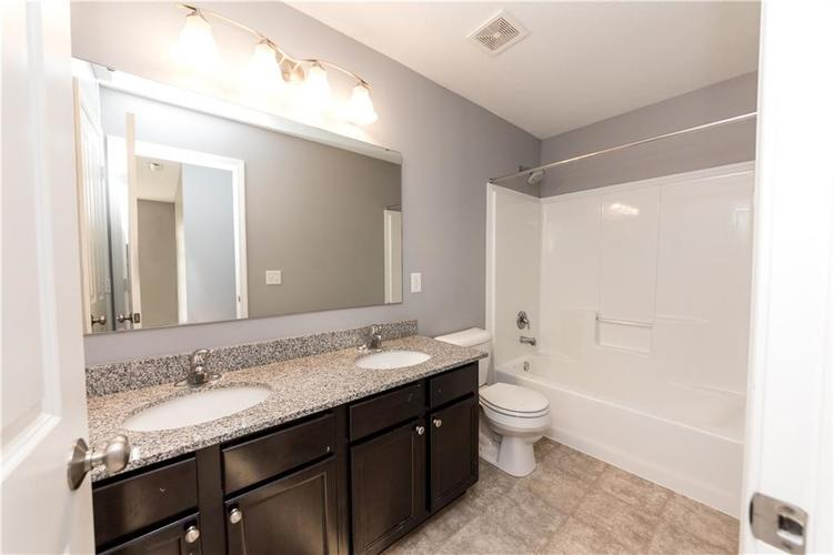 9727 CLAY BROOK Drive McCordsville IN 46055 | MLS 21721369 | photo 18
