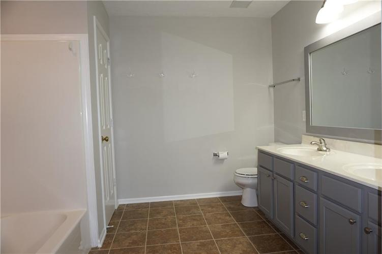 442 Alton Drive Greenwood IN 46143 | MLS 21721594 | photo 13