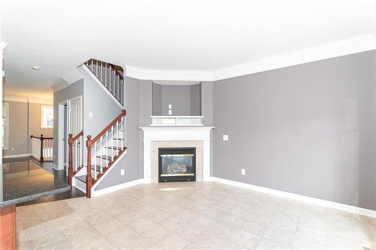8657 Meridian Square Drive Indianapolis IN 46240 | MLS 21721823 | photo 15