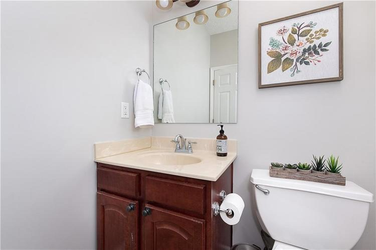 9511 BRIGHTWELL Drive Indianapolis IN 46260 | MLS 21721824 | photo 14