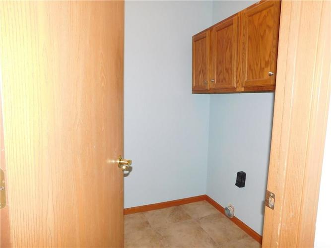 2255 Peter Drive Indianapolis IN 46229   MLS 21721925   photo 14