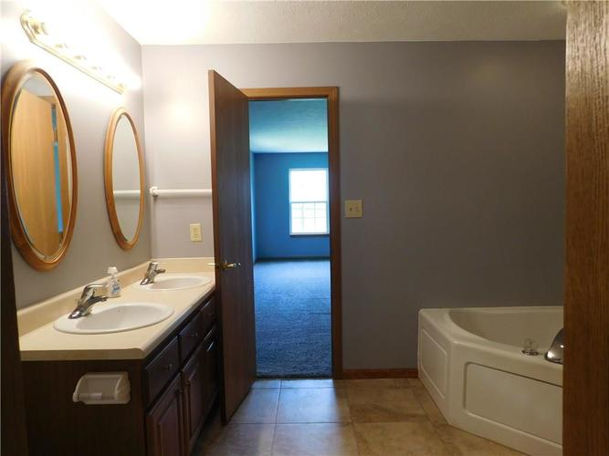 2255 Peter Drive Indianapolis IN 46229   MLS 21721925   photo 9