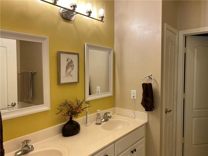 1927 Persimmon Grove Drive Indianapolis IN 46234 | MLS 21721990 | photo 13