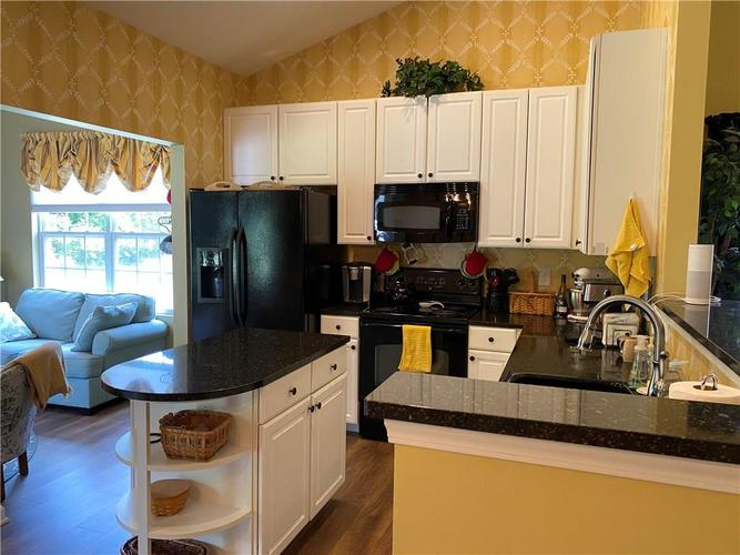 1927 Persimmon Grove Drive Indianapolis IN 46234 | MLS 21721990 | photo 5