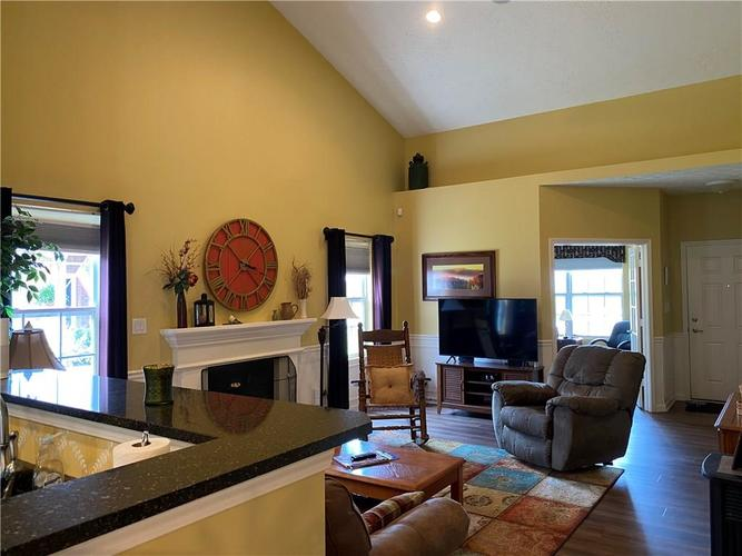 1927 Persimmon Grove Drive Indianapolis IN 46234 | MLS 21721990 | photo 6
