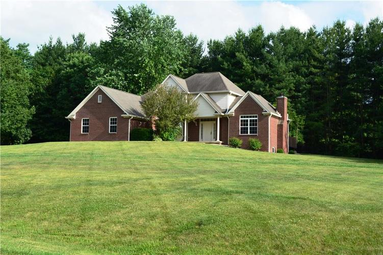 125 W CHALET Drive Mooresville IN 46158   MLS 21721996   photo 1