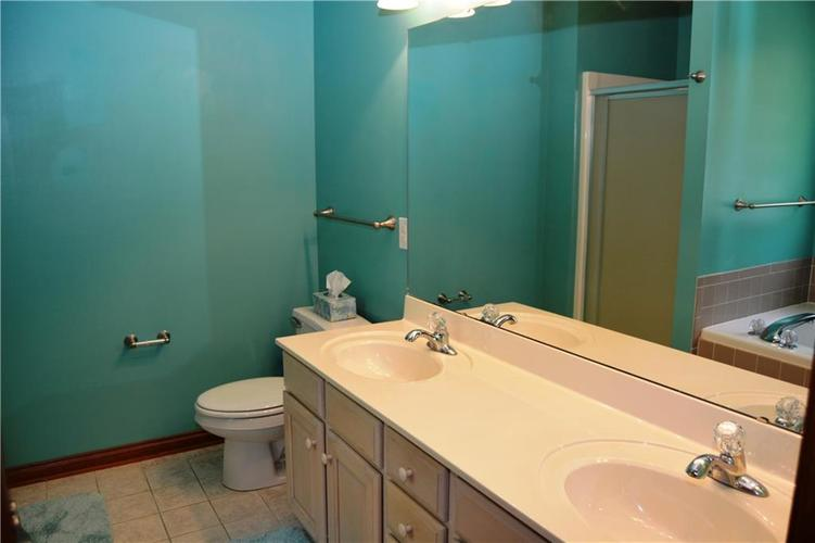 125 W CHALET Drive Mooresville IN 46158   MLS 21721996   photo 28