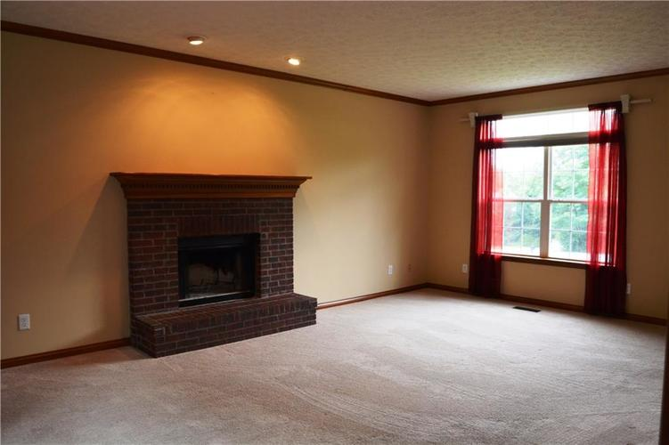 125 W CHALET Drive Mooresville IN 46158   MLS 21721996   photo 6