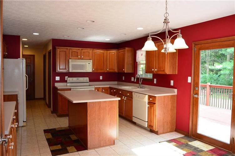 125 W CHALET Drive Mooresville IN 46158   MLS 21721996   photo 9