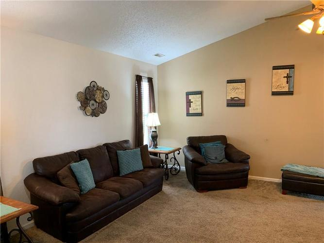 8146 Corktree Drive Indianapolis IN 46239 | MLS 21722016 | photo 10