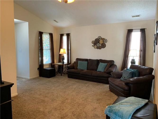 8146 Corktree Drive Indianapolis IN 46239 | MLS 21722016 | photo 14