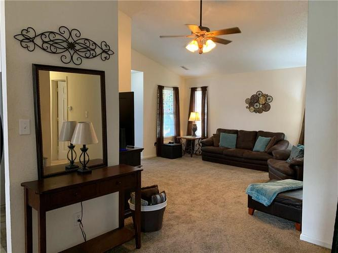 8146 Corktree Drive Indianapolis IN 46239 | MLS 21722016 | photo 15