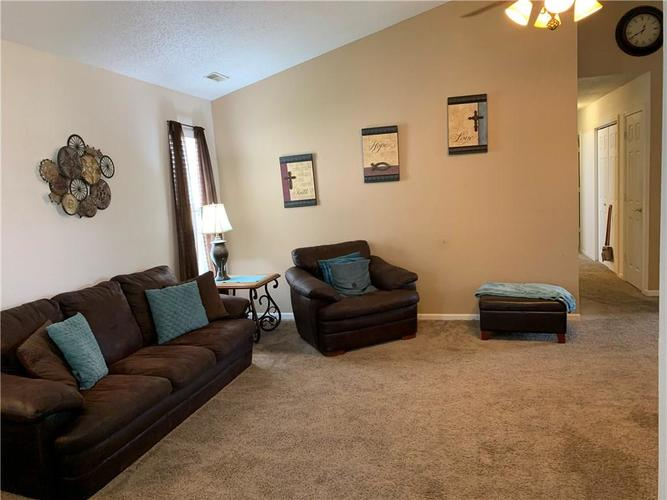 8146 Corktree Drive Indianapolis IN 46239 | MLS 21722016 | photo 8