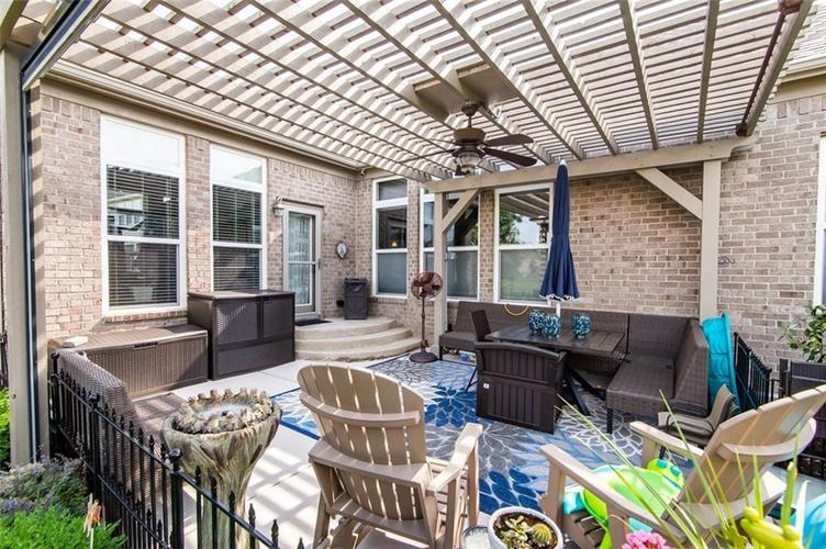 9894 Stable Stone Terrace Fishers IN 46040 | MLS 21722056 | photo 3