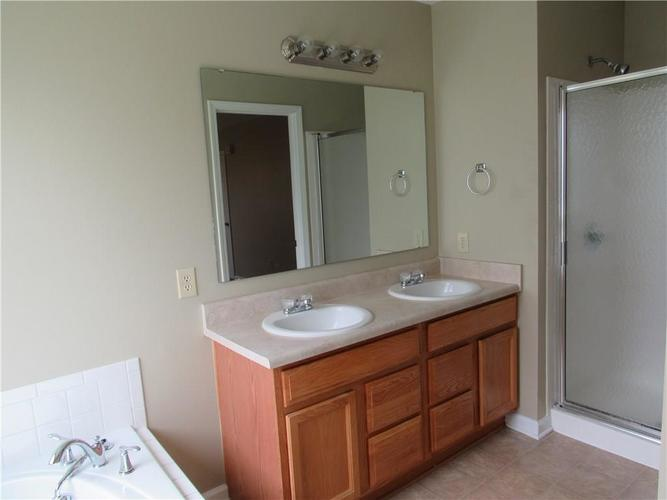 2189 Rosswood Boulevard Indianapolis IN 46229 | MLS 21722135 | photo 10