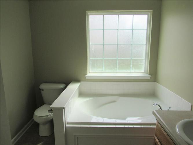 2189 Rosswood Boulevard Indianapolis IN 46229 | MLS 21722135 | photo 11