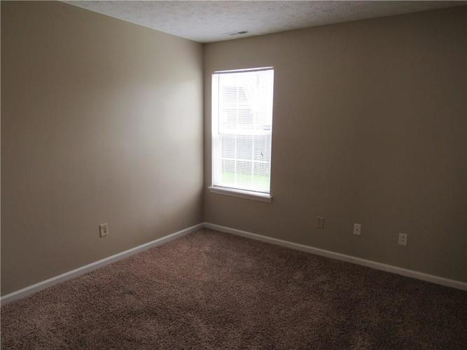 2189 Rosswood Boulevard Indianapolis IN 46229 | MLS 21722135 | photo 15