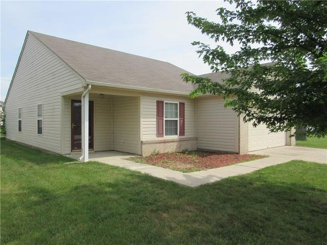 2189 Rosswood Boulevard Indianapolis IN 46229 | MLS 21722135 | photo 2