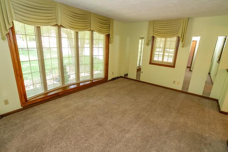 7521 Combs Road Indianapolis IN 46237 | MLS 21722530 | photo 11